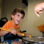 Percusión y baile para nuestros pequeños pacientes
