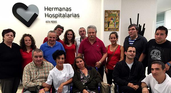 Remeras de Zumaia acercan sus éxitos deportivos al Centro de Día Aita Menni de Donostia