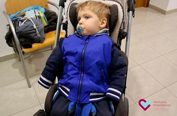 Cómo adaptar una chaqueta para un niño con gran afectación motora