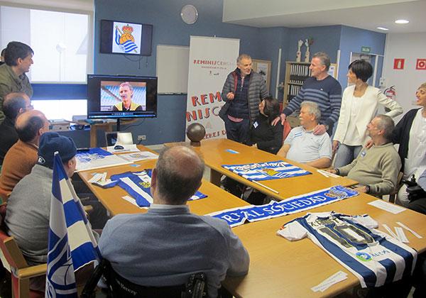 Los recuerdos del fútbol estimulan a personas con daño cerebral del centro Aita Menni de Donostia