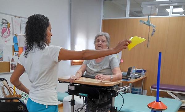 Pilar no cede al desaliento, continúa su proceso rehabilitador con progresos funcionales
