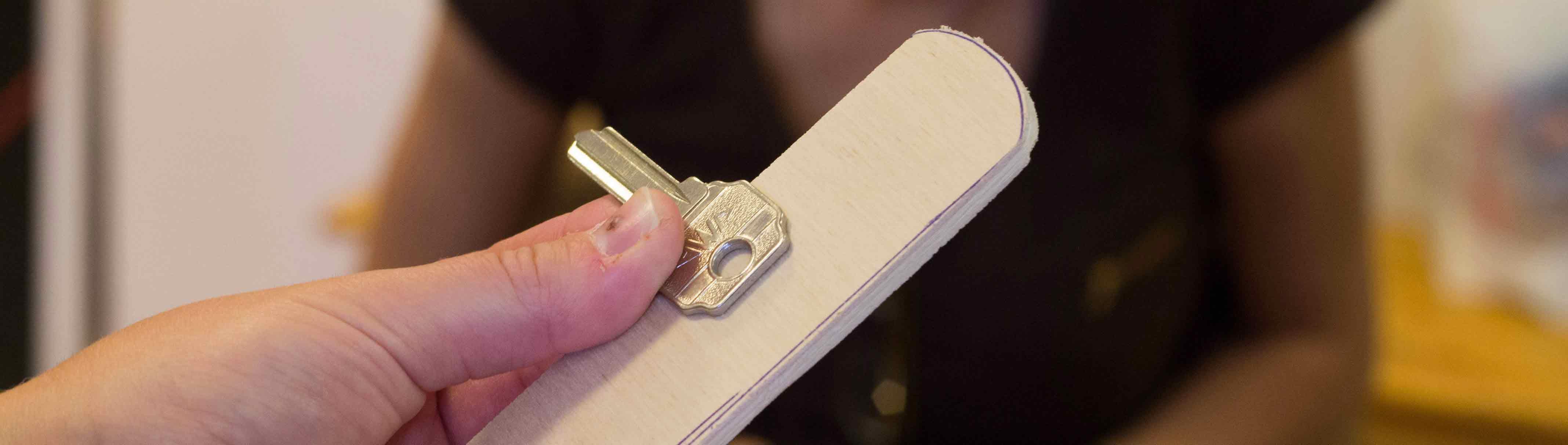 Taller de Adaptaciones de Bajo Coste: adaptar una cuchara, ropa interior, la olla a presión…