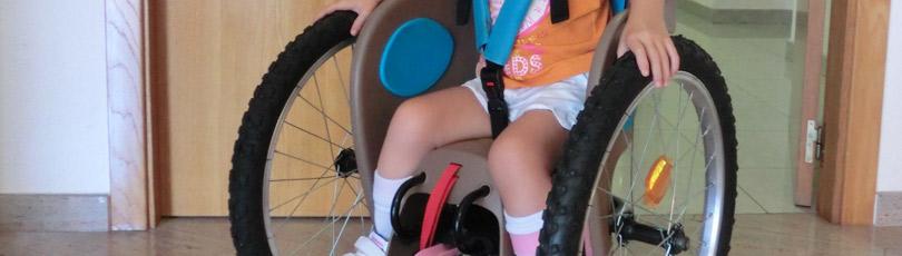 Fabricamos la silla de ruedas de bajo coste Quimar Seat-2 y valoramos su recomendación a las familias