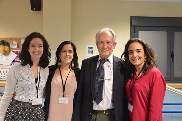 Al acabar la jornada nuestras profesionales pudieron tomarse una foto con el profesor Le Métayer