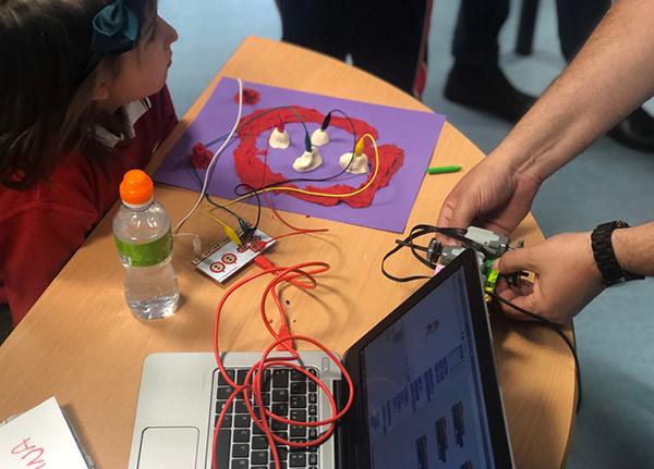 Acercamos la robótica aplicada a los pequeños pacientes de nuestra Unidad en Madrid