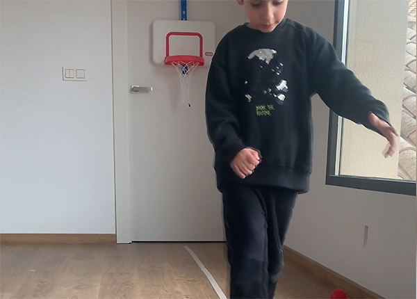 Actividades de fisioterapia infantil para mantener la forma en casa